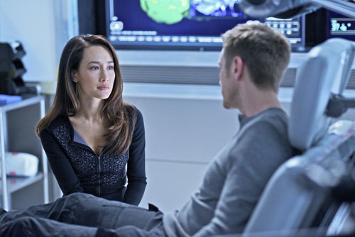 0ee8d-nikita-season-3-episode-17-masks-06
