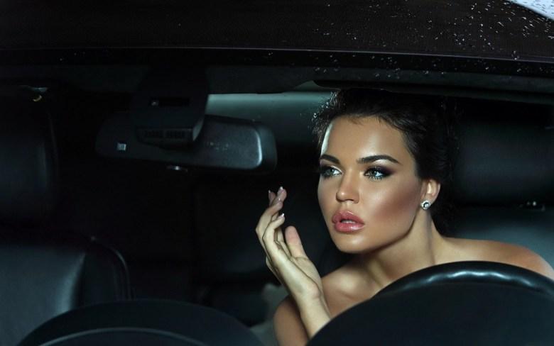 a42cf-girl-brunette-makeup-car-wallpaper-1680x1050