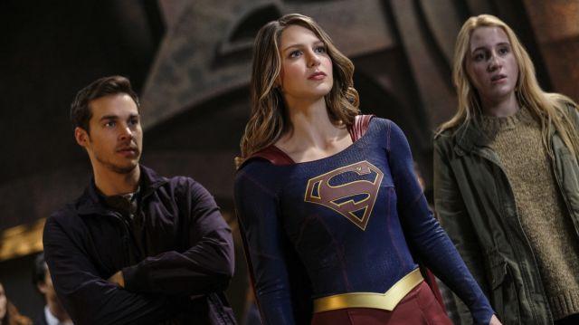 6ade4-supergirl-lives