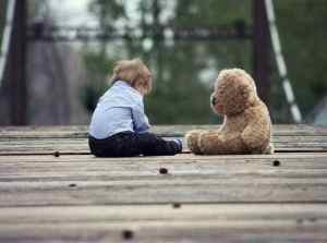 ילד ודובי