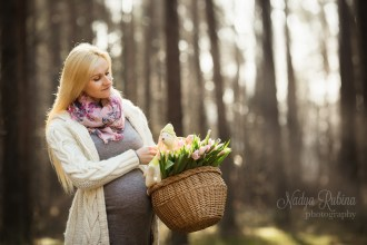 Spring Maternity Outdoor Portrait in Woods