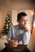 fun-teen-boy-apple-portrait-christmas-photo-studio-riga