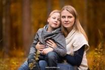Осенняя фотопрогулка в Риге, мама и сын. Семейный фотограф Надя Рубина.