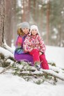 Пикник в снежном лесу. Зимняя семейная фотосессия в Риге