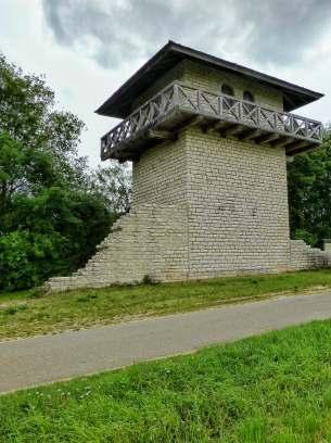 An der Stelle, an der östlich von Erkertshofen der Standort eines Limes-Wachturmes vermutet wird ist die einzige Rekonstruktion eines steineren Limesturmes in Bayern entstanden. Unter Kaiser Commodus (180-192 n. Chr.) wurde der endgültige Ausbauzustand erreicht: eine durchgehende Steinmauer, besetzt mit steineren Wachtürmen.