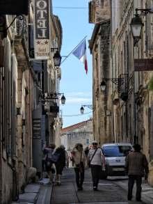 Schön anzuschauen, die Gassen der Altstadt von Arles.