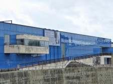 Das Archäologische Museum wurde 1995 eröffnet, im Jahr 2013 wurde der Anbau fertiggestellt: Dort wird ein 30 Meter langes römisches Frachtschiff ausgestellt, das bei der Ausgrabung Arles-Rhône 3 gehoben wurde.