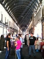 """Der Souk al-Hamidiya ist der bekannteste Basar von Damaskus. Er wurde über der alten Römerstraße errichtet, die einst zum Jupitertempel führte. """"Come to visit my Shop"""" ..."""