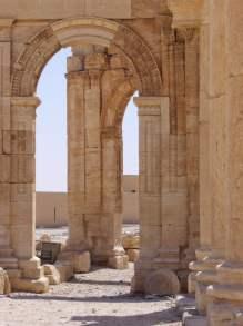 Säulenbogen im Innenhof des Baal-Tempel in Palmyra.