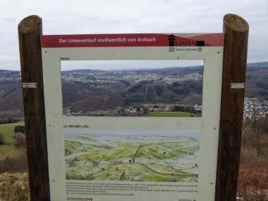 Durch das Arzbachtal verlief der Limes. Dort wo im Tal heute die St. Peter und Paul Kirche steht, befand sich früher wohl das römische Kastell.