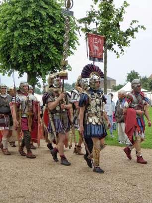 Darsteller der Legio XI Claudia Pia Fidelis aus der Schweiz und Süddeutschland. Vermutlich wurde die Legion von Gaius Iulius Caesar um 58 v. Chr. aufgestellt und bestand bis ins frühe 5. Jahrhundert. Mehr: http://legioxi.ch