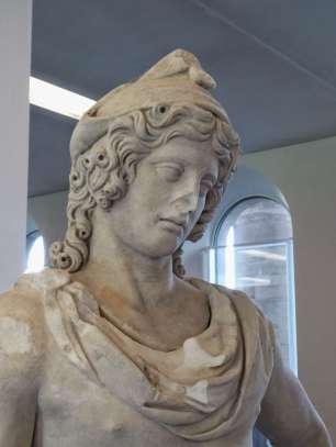 Statue des Paris, Sohn des trojanischen Königs Priamos. Er entführt Helena und löst den Trojanischen Krieg aus.