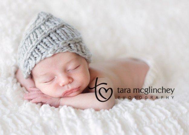 Newborn_with_cute_hat_NJ_newborn_Photographer-718x513