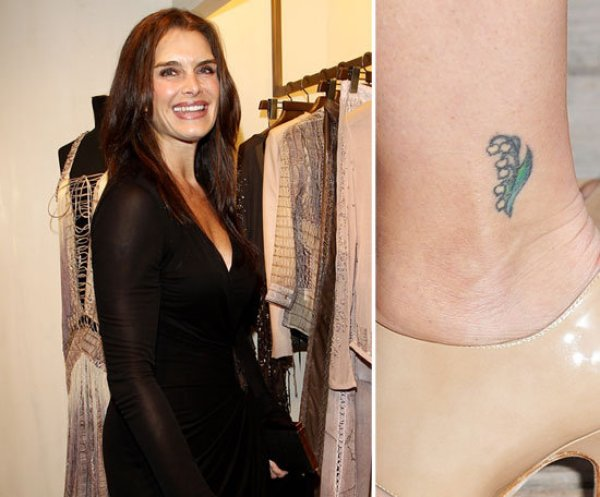 Brooke-Shields-has-tiny-flower-her-left-ankle