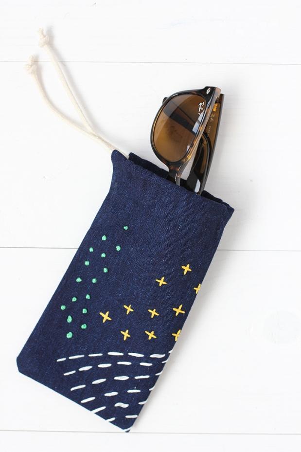 No-sew-embroidered-sunglasses-case-0