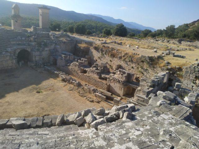 xanthos antik kenti tiyatro ve harpy anıtı