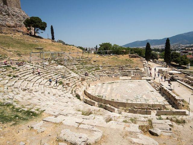 Atina Akropolisi Dionisos Tiyatrosu günümüz