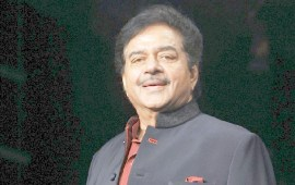 Shatrughan Sinha gets honoured with a lifetime achievement award in UK?