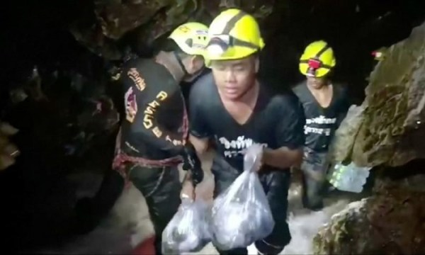 4 Thai schoolboys rescued  from flooded cave