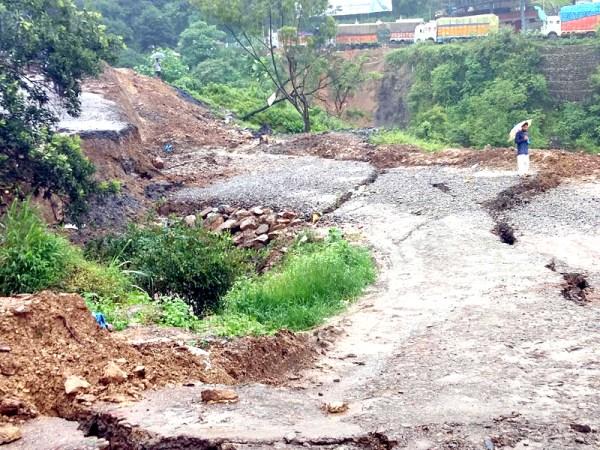 Massive landslide cuts off  Kohima-Dimapur highway