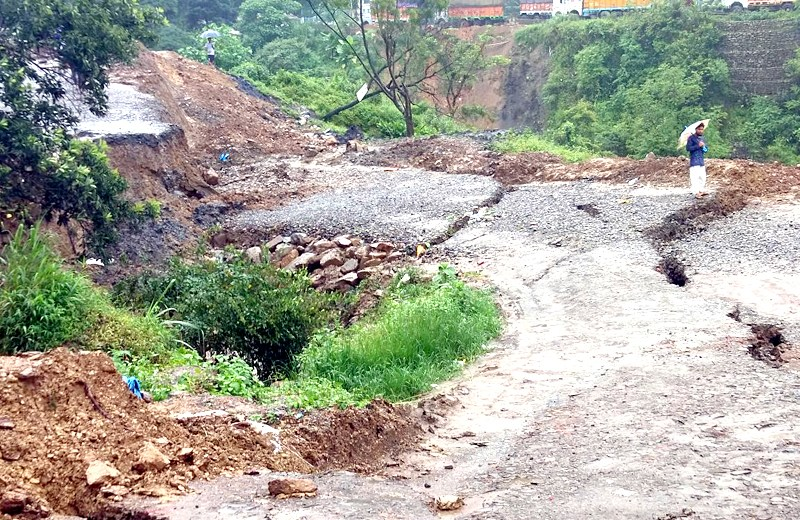 Massive landslide cuts off  Kohima-Dimapur highway