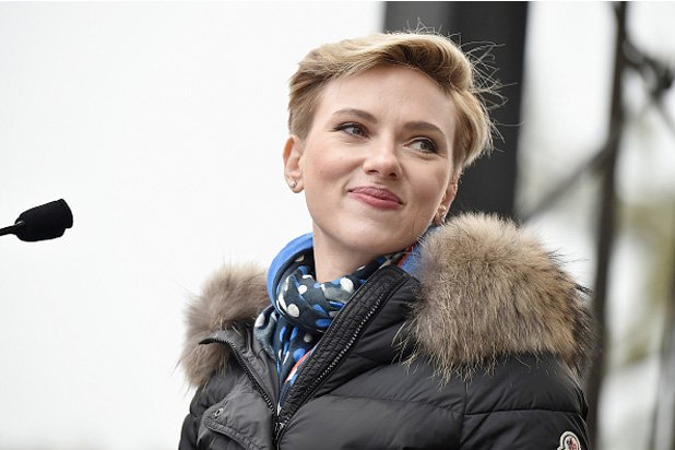 Scarlett Johansson draws criticism for accepting role of transgender man