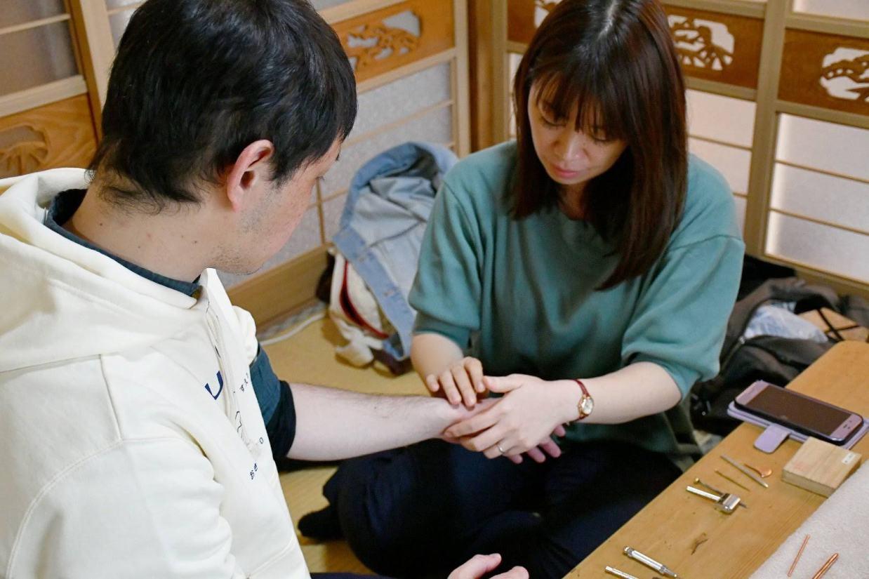 大阪市住吉区長崎はりきゅう接骨院のてい鍼画像
