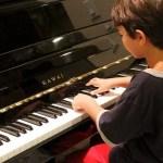 ピアノの値段の相場はどのくらい?中古の場合や運送する時の値段など紹介!