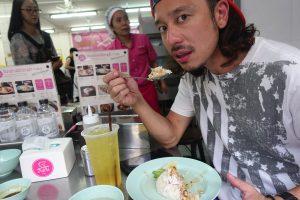バンコクに来たら絶対食べて欲しい【ピンクのカオマンガイ】| タイの国民食を本場で食す!ラーン・ガイトーン・プラトゥーナ