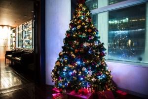 クリスマス仕様のLOVEST銀座 | 12月を盛り上げるX'masディスプレイ