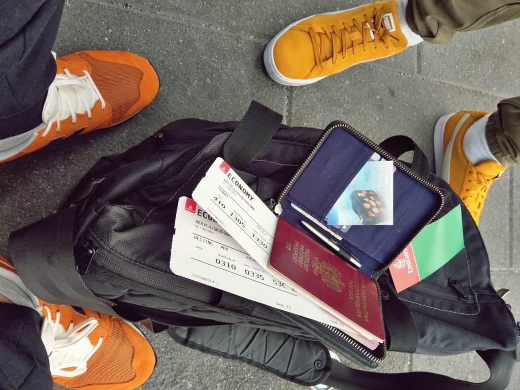 Blogerzy podróżniczy gotowi na zwiedzanie Chin.
