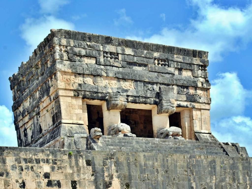 Ołtarz w Chichen Itza w Meksyku.
