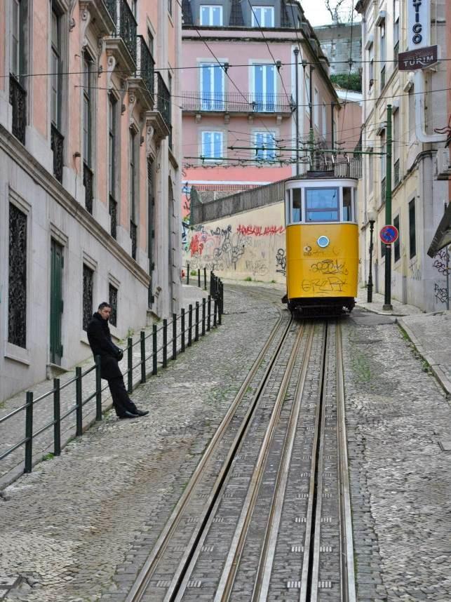 Tramwaje w Lizbonie w Portugali.