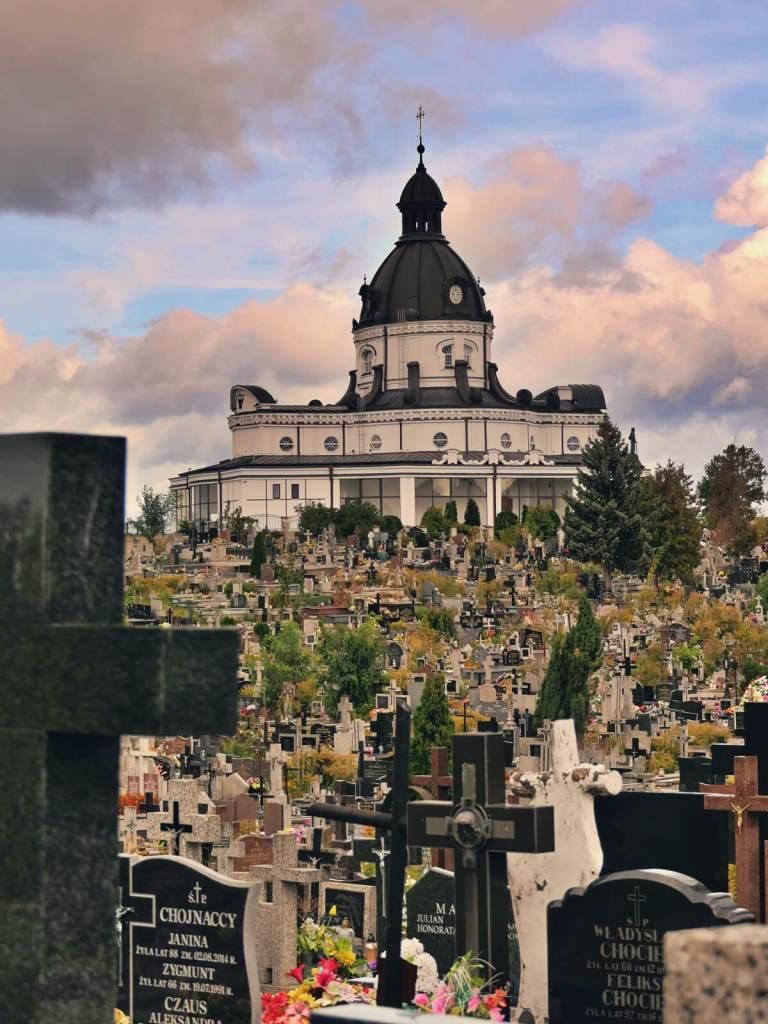 Cmentarz św. Rocha na wzgórzach w Białymstoku.