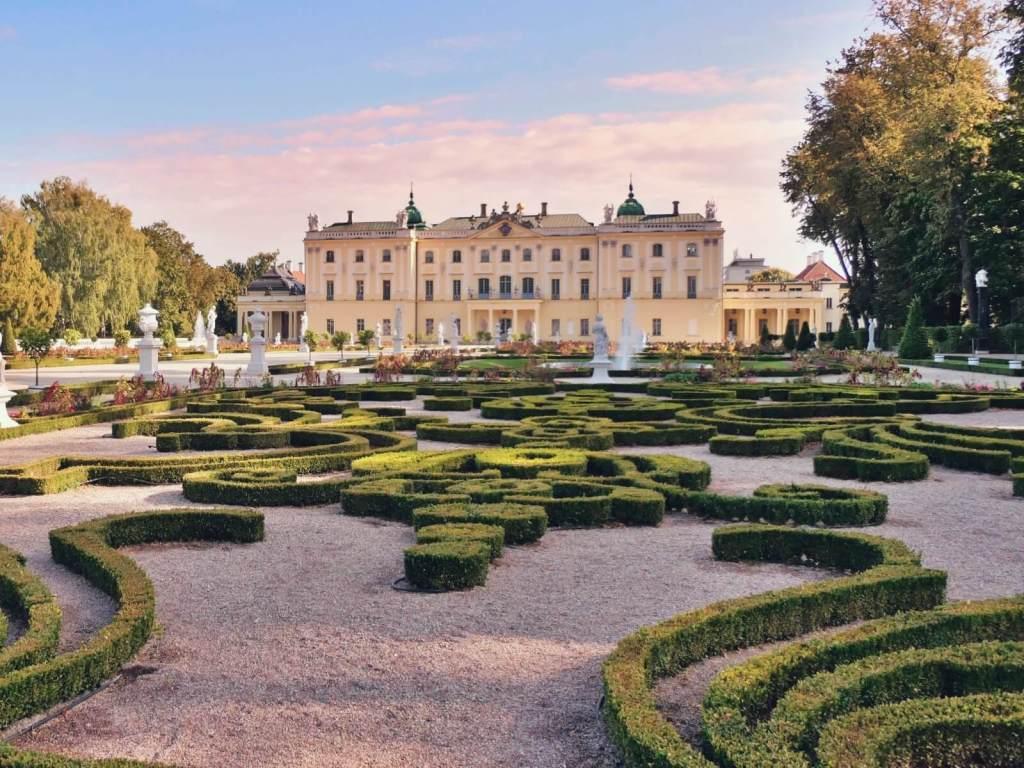Ogrody pałacu Branickich w Białymstoku na Podlasiu.