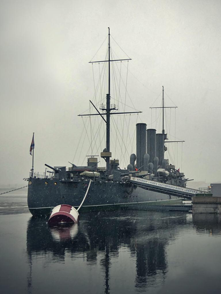 Aurora - krążownik carskiej floty, który dał sygnał do rozpoczęcia Rewolucji Październikowej.