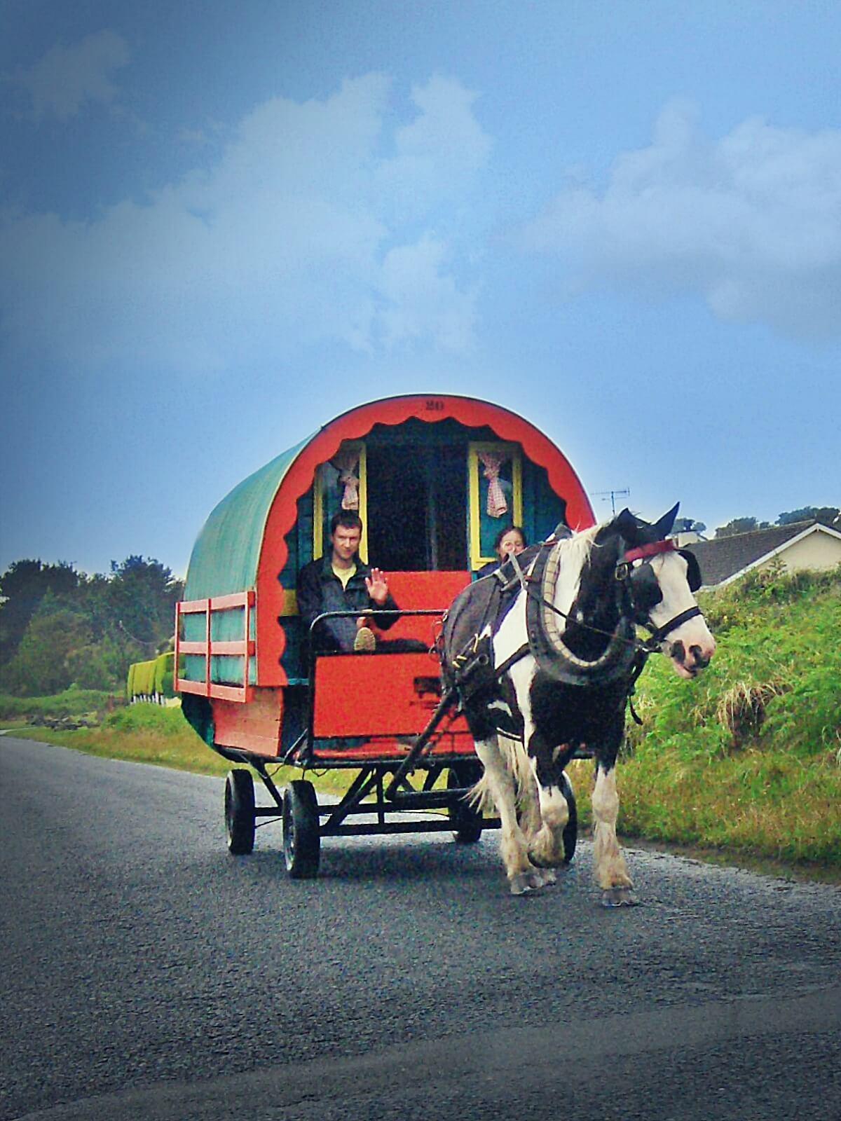 Podróżnicy w Irlandii.