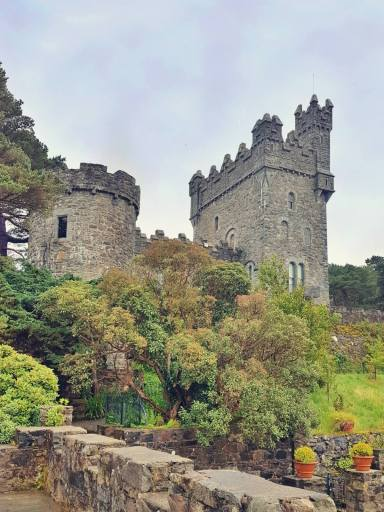 Zamek w Parku Narodowy Glenveagh w Irlandii.