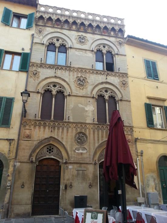 Szép olasz lakás Pisa sétáló utcáján.