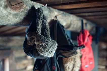 Im Inneren der Ropi Hütte