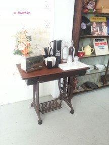 Table converted from the sewing machine, self service for water