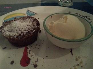 SOUFFLE' AL CIOCCOLATO CON GELATO ARTIGIANALE (Hot chocolate soufflé with homemadeice-cream)