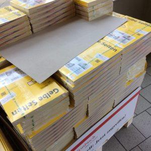 Telefonbücher im Supermarkt.