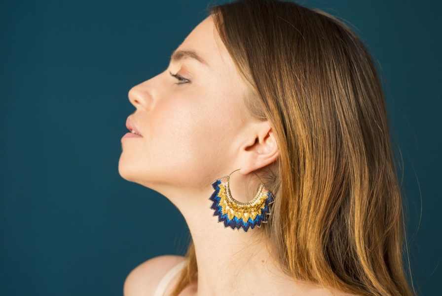 Boucles d'oreilles brodées Maria | Marine | Photo 1