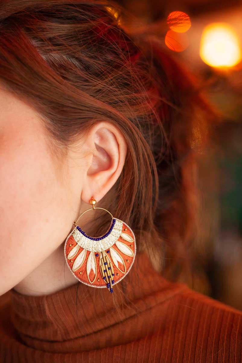 Boucles d'oreilles ethniques Apie | Copper | Photo 1