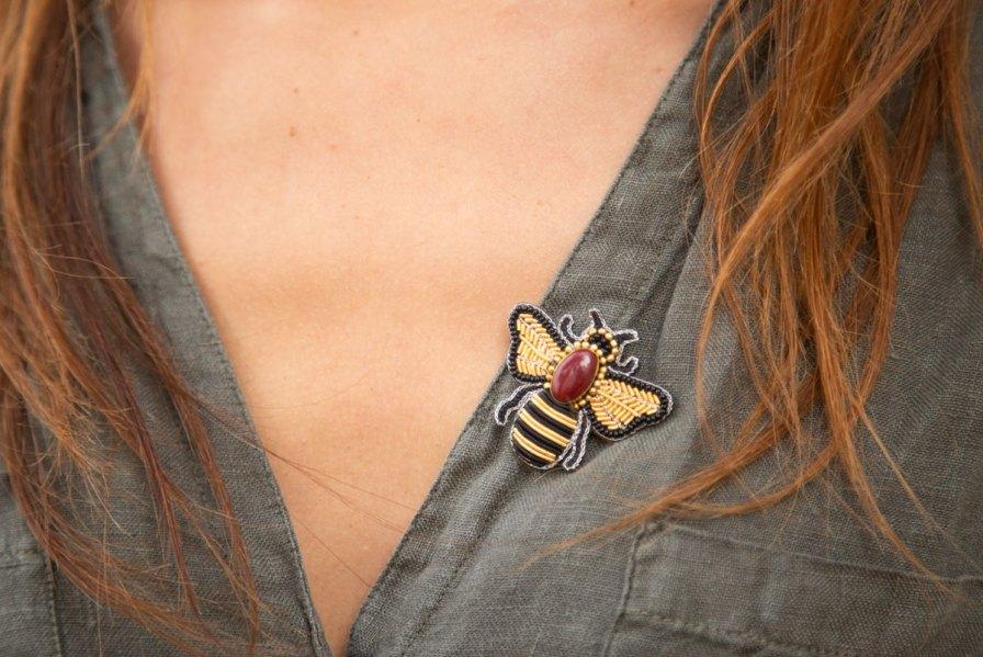 Broche abeille Royco | Rouge | Photo 1