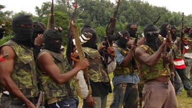 Photo of Ex-Niger Delta Militants barricade road in Rivers over unpaid allowances