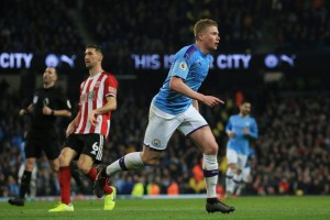Manchester City shrugged off a tight turnaround from defeat at Wolves to beat Sheffield United 2 – 0 on Sunday thanks to second half strikes from Sergio Aguero and Kevin de Bruyne .