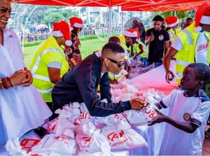 The United Bank for Africa ambassador was on hand on Saturday to serve out gifts and food to the less privileged at the UBA Christmas food bank held by the UBA foundation as part of their community social responsibility (CSR) drive for the year.