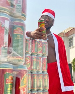 """Zoro Smokes And Drinks On """"Hero"""" Also Called """"Onpa"""" In Igbo Language (Photos) Ooooook to get wasted today, MERRY CHRISTMAS"""
